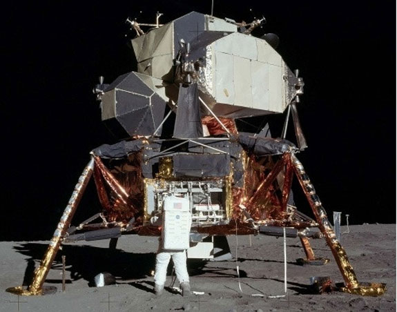 fullscaleappollolunarlander Full Scale Apollo Lunar Lander   grab your own slice of history for a price that will make your spacesuit crinkle