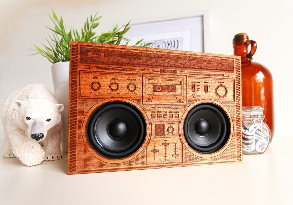 Wooden Boomboxes – B-Boy look with modern function