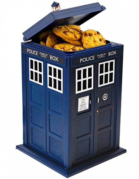 drwhotardishiddencamera Dr Who TARDIS Cookie Jar Hidden Camera   cookies and time travel, what better way to spy on a fan boy?